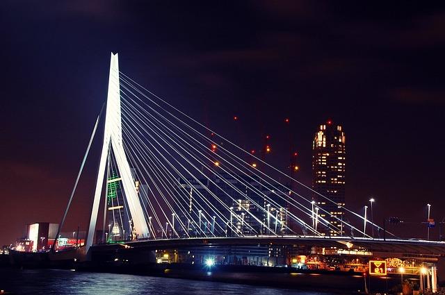 rotterdam-102704_640